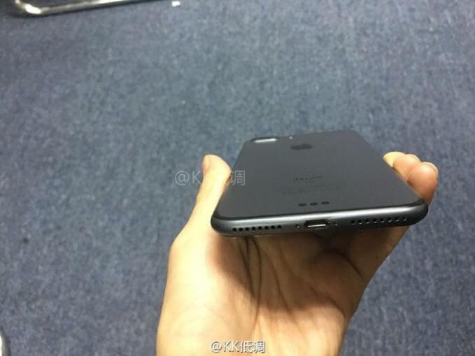 iphone7-black-space-visual-3