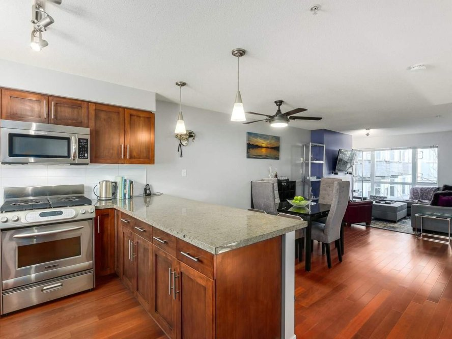 """Main Photo: 119 672 W 6TH Avenue in Vancouver: Fairview VW Townhouse for sale in """"BOHEMIA"""" (Vancouver West)  : MLS®# R2401186"""