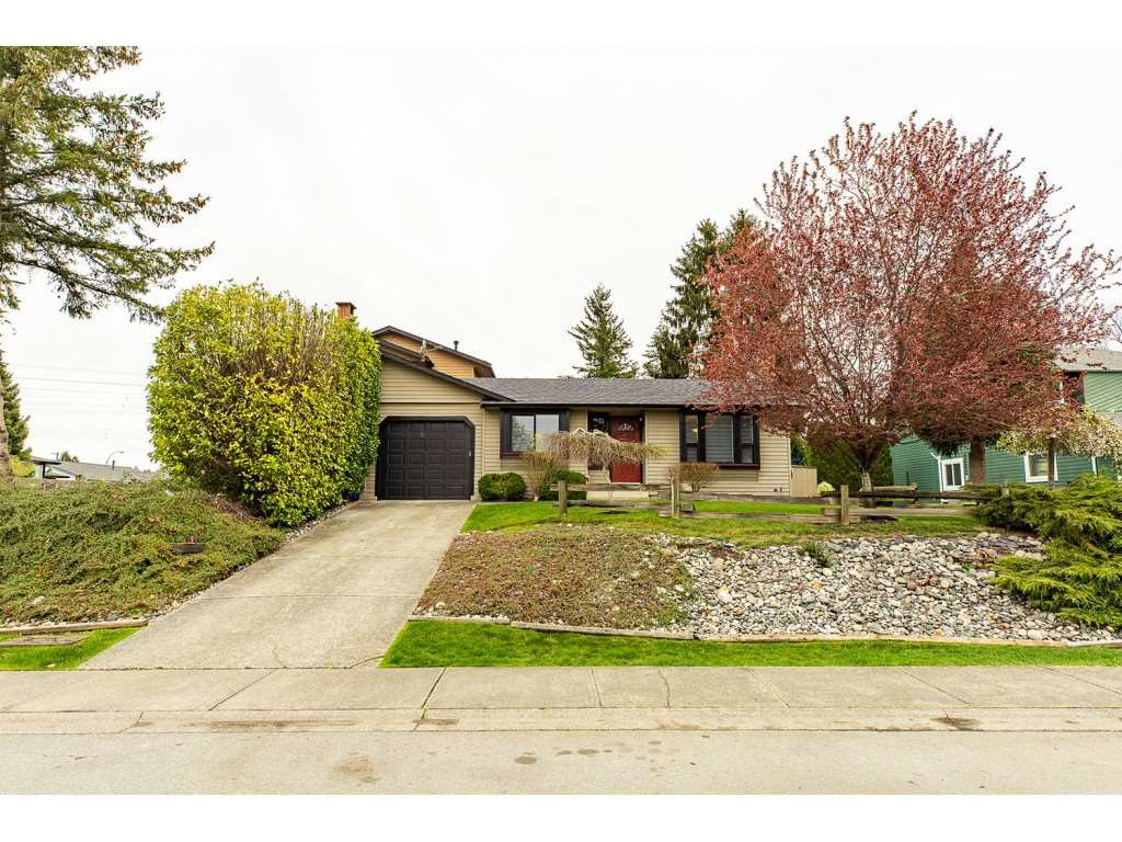 Main Photo: 6334 180A Street in Surrey: Cloverdale BC House 1/2 Duplex for sale (Cloverdale)  : MLS®# R2356336