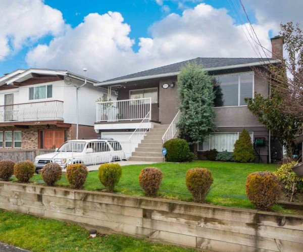 Main Photo: 1715 E 47TH Avenue in Vancouver: Killarney VE House for sale (Vancouver East)  : MLS®# R2446314