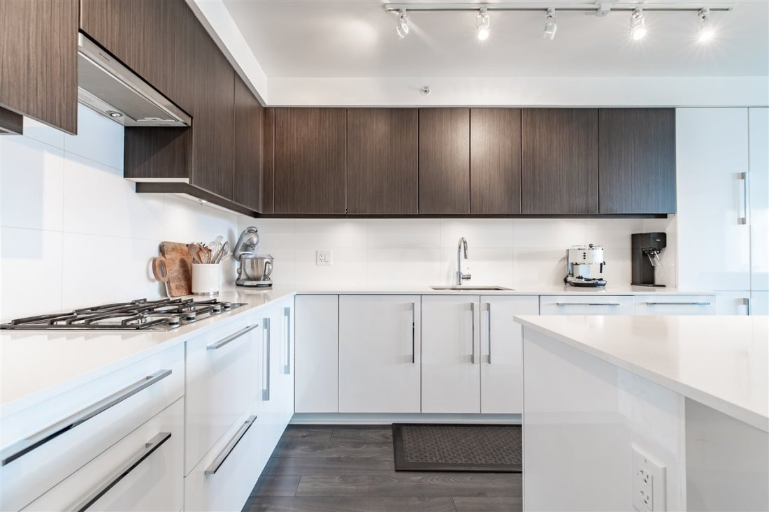 """Main Photo: 903 188 AGNES Street in New Westminster: Downtown NW Condo for sale in """"Elliot street"""" : MLS®# R2361082"""