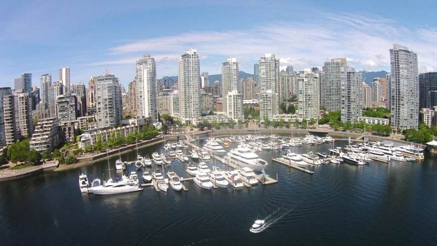 "Main Photo: 42 1088 MARINASIDE Crescent in Vancouver: Yaletown Condo for sale in ""QUAYSIDE MARINA"" (Vancouver West)  : MLS®# R2376189"