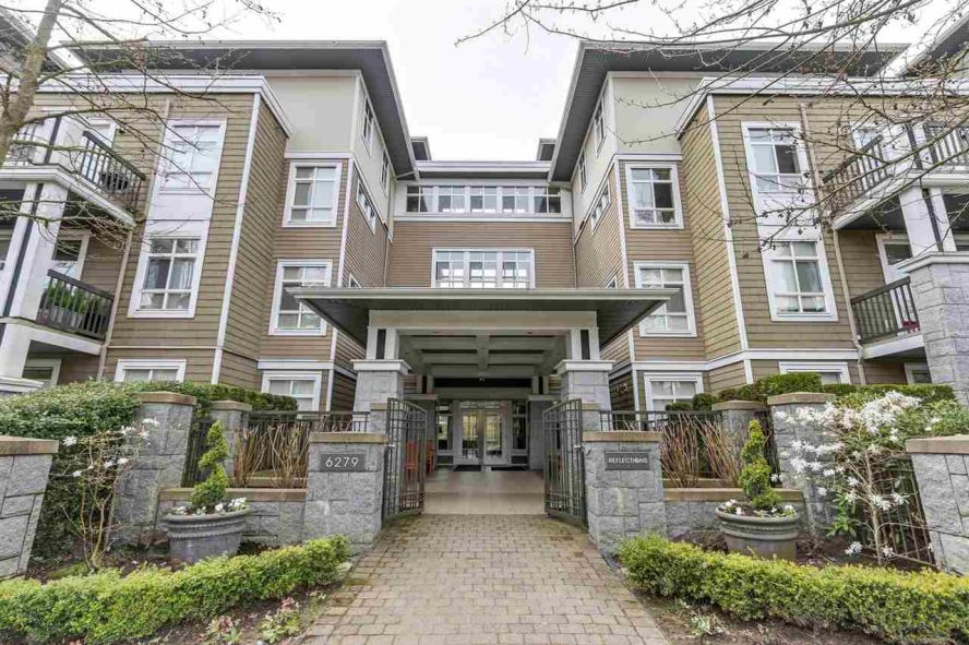 """Main Photo: 412 6279 EAGLES Drive in Vancouver: University VW Condo for sale in """"REFLECTIONS"""" (Vancouver West)  : MLS®# R2308168"""