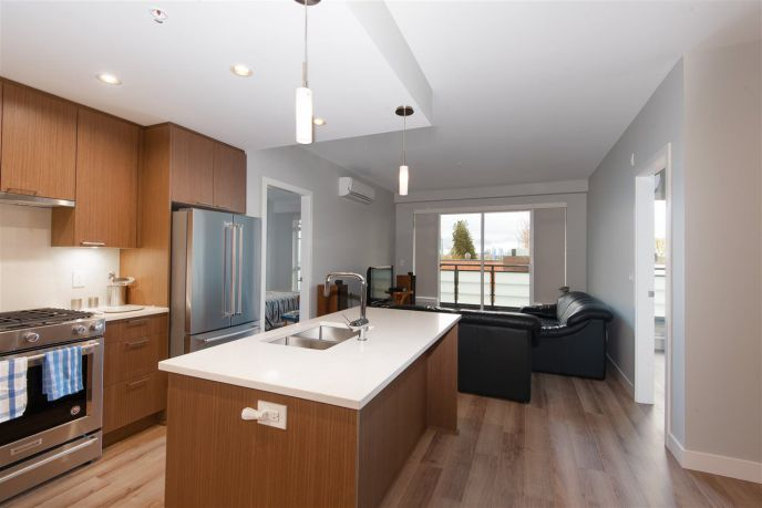 """Main Photo: 307 4289 HASTINGS Street in Burnaby: Vancouver Heights Condo for sale in """"Modena"""" (Burnaby North)  : MLS®# R2358636"""