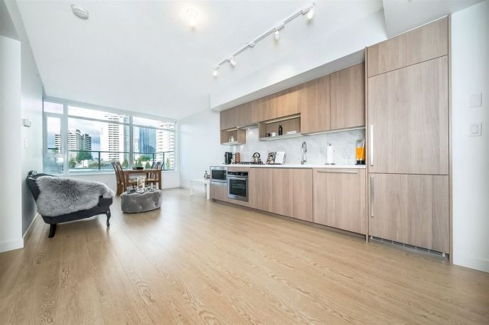 Main Photo: 505 6538 NELSON Avenue in Burnaby: Metrotown Condo for sale (Burnaby South)  : MLS®# R2382472