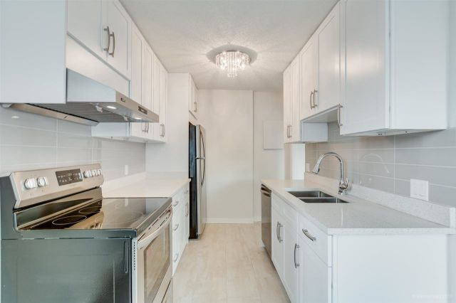 """Main Photo: 502 4160 SARDIS Street in Burnaby: Central Park BS Condo for sale in """"CENTRAL PARK PLACE"""" (Burnaby South)  : MLS®# R2344082"""
