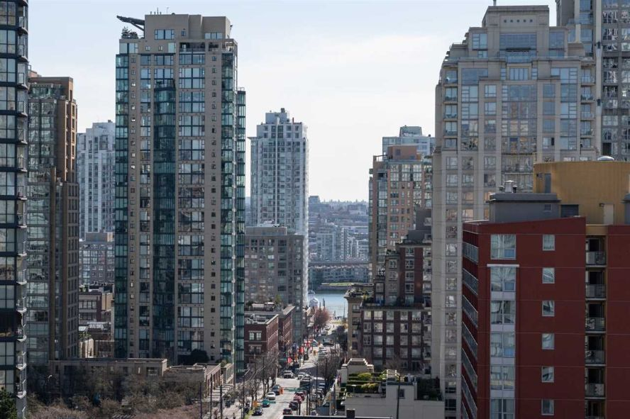 """Main Photo: 1101 1212 HOWE Street in Vancouver: Downtown VW Condo for sale in """"1212 HOWE"""" (Vancouver West)  : MLS®# R2351549"""