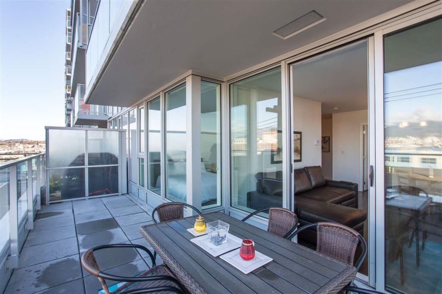 """Main Photo: 201 933 E HASTINGS Street in Vancouver: Hastings Condo for sale in """"STRATHCONA VILLAGE"""" (Vancouver East)  : MLS®# R2339974"""