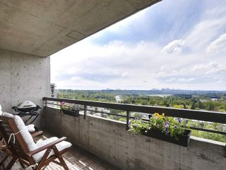 "Photo 2: 2305 3737 BARTLETT Court in Burnaby: Sullivan Heights Condo for sale in ""Timberlea - The Maple"" (Burnaby North)  : MLS®# R2453659"