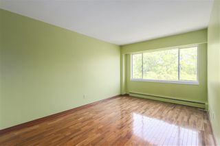 "Photo 7: 301 5475 VINE Street in Vancouver: Kerrisdale Condo for sale in ""Vinecrest Manor"" (Vancouver West)  : MLS®# R2373526"