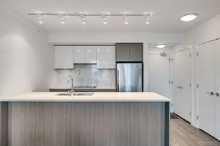 """Photo 3: 1208 6461 TELFORD Avenue in Burnaby: Metrotown Condo for sale in """"METROPLACE"""" (Burnaby South)  : MLS®# R2347324"""