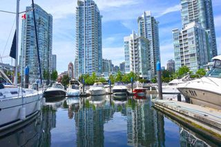 """Photo 5: 42 1088 MARINASIDE Crescent in Vancouver: Yaletown Condo for sale in """"QUAYSIDE MARINA"""" (Vancouver West)  : MLS®# R2376189"""