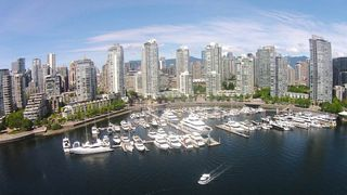"Photo 1: 42 1088 MARINASIDE Crescent in Vancouver: Yaletown Condo for sale in ""QUAYSIDE MARINA"" (Vancouver West)  : MLS®# R2376189"