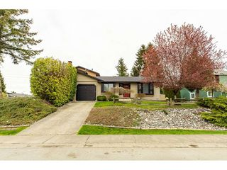Photo 1: 6334 180A Street in Surrey: Cloverdale BC House 1/2 Duplex for sale (Cloverdale)  : MLS®# R2356336