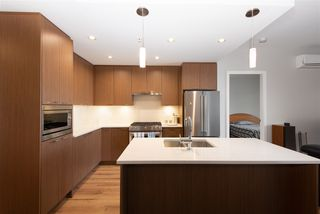 """Photo 10: 307 4289 HASTINGS Street in Burnaby: Vancouver Heights Condo for sale in """"Modena"""" (Burnaby North)  : MLS®# R2358636"""