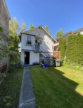 Photo 2: 1546 E 3RD Avenue in Vancouver: Grandview Woodland House for sale (Vancouver East)  : MLS®# R2461134
