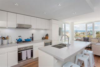 """Photo 3: 1807 188 KEEFER Street in Vancouver: Downtown VE Condo for sale in """"188 Keefer"""" (Vancouver East)  : MLS®# R2453086"""