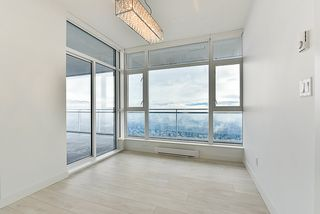 """Photo 5: 4908 4670 ASSEMBLY Way in Burnaby: Metrotown Condo for sale in """"STATION SQUARE 2"""" (Burnaby South)  : MLS®# R2346789"""