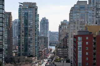 """Photo 1: 1101 1212 HOWE Street in Vancouver: Downtown VW Condo for sale in """"1212 HOWE"""" (Vancouver West)  : MLS®# R2351549"""