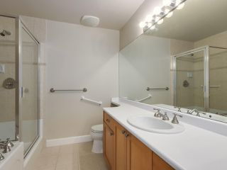 """Photo 16: 301 6198 ASH Street in Vancouver: Oakridge VW Condo for sale in """"THE GROVE"""" (Vancouver West)  : MLS®# R2332430"""