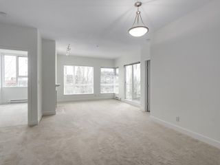 "Photo 5: 301 6198 ASH Street in Vancouver: Oakridge VW Condo for sale in ""THE GROVE"" (Vancouver West)  : MLS®# R2332430"