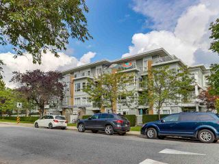 """Photo 2: 301 6198 ASH Street in Vancouver: Oakridge VW Condo for sale in """"THE GROVE"""" (Vancouver West)  : MLS®# R2332430"""