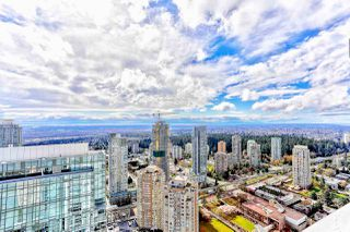 """Photo 1: 5202 4670 ASSEMBLY Way in Burnaby: Metrotown Condo for sale in """"STATION SQUARE"""" (Burnaby South)  : MLS®# R2355560"""