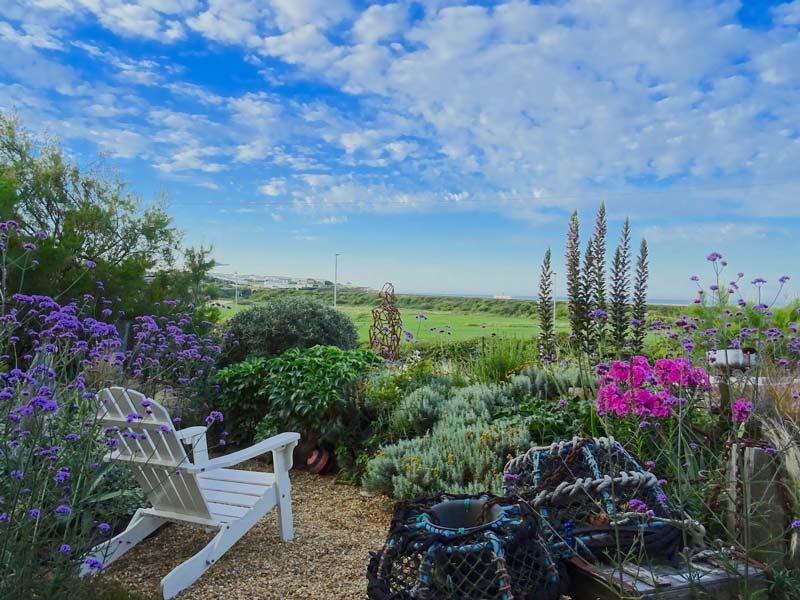 Coastal Garden: Driftwood garden