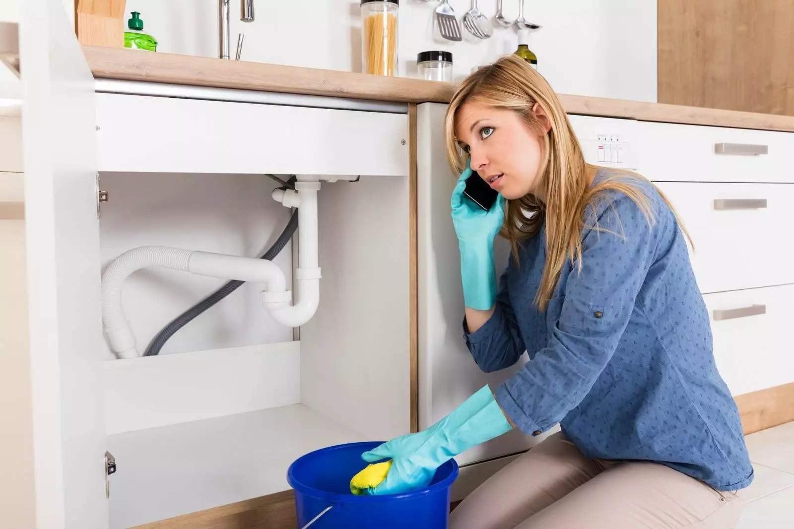 why does my sink drain smell