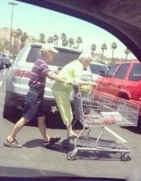 24 pictures of old couples will remind you that true love has no expiration date