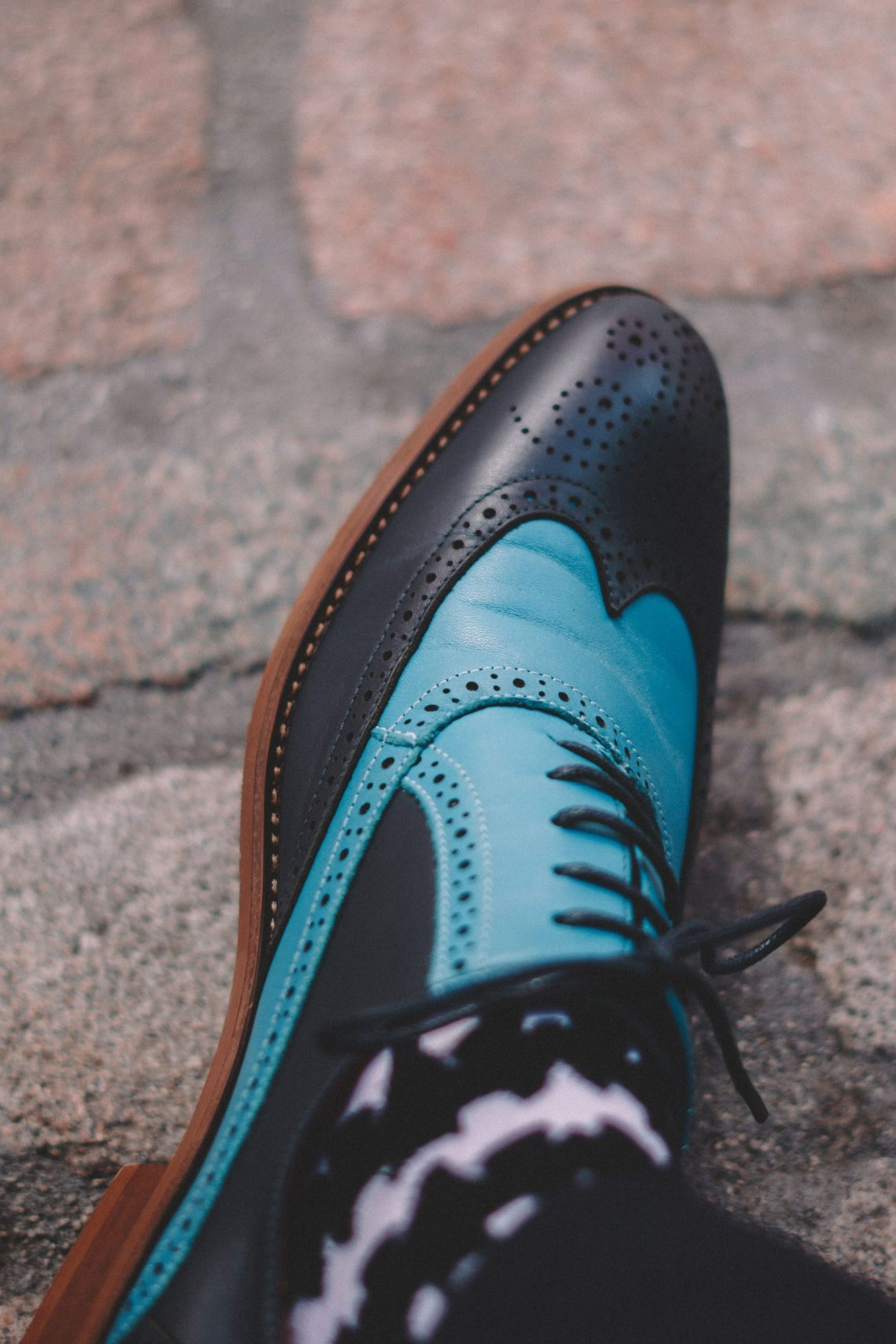 Colorsty Contrast Brogue Shoes in Navy Blue & Sapphire Blue. Blog by Skirmantas Petraitis.