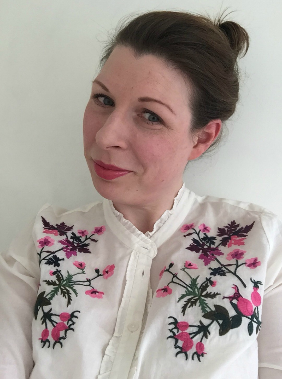 A woman dressed in a pretty floral blouse from Joules - Our Weekend Happy - Pottering, A Day At The Beach & Seeing Auntie B - Mrs H's favourite things
