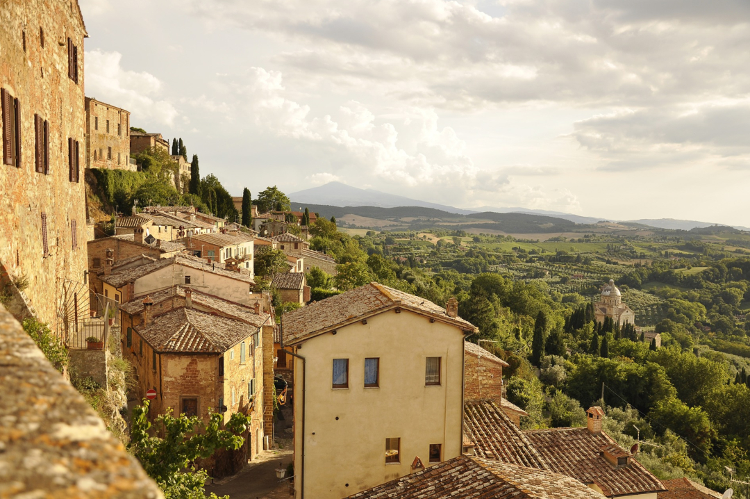 A photograph of a beautiful Tuscan landscape - 7 Things To Do In Tuscany - Mrs H's favourite things