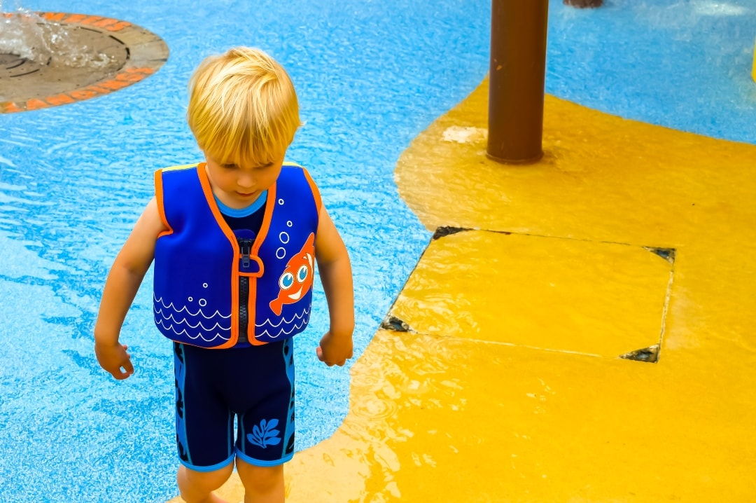 A little boy at Splash Landings in Alton Towers wearing the Original Konfidence Swim Jacket and Warma Wetsuit - Swimming With Konfidence At Splash Landings - Mrs H's favourite things