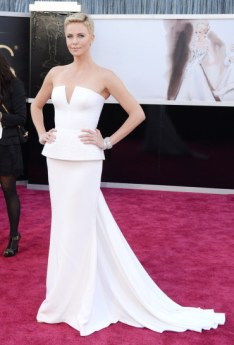 Charlize Theron in Dior Couture dress at the Oscars 2013