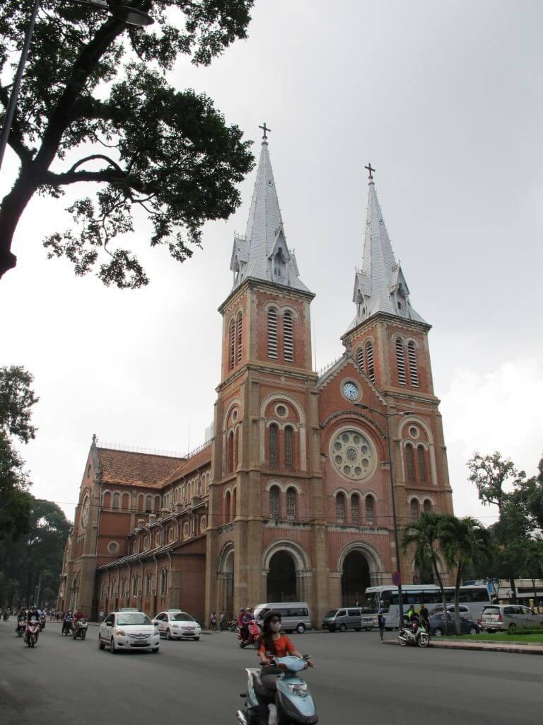 胡志明市景點-西貢聖母大教堂(紅教堂)