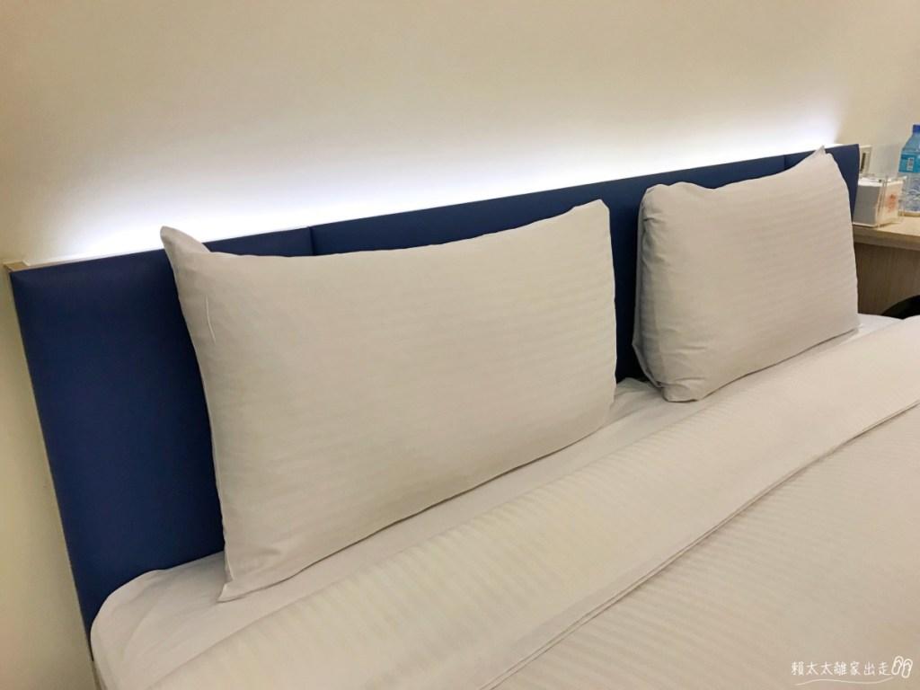 西悠飯店的床頭