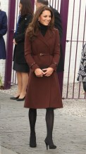 I am completely in love with this brown coat paired with the belt. Classy and it should be.
