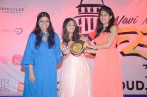 nivedita-basu-chandni-bhagwanani-felicitate-celebrity-hypnotherapist-namrata-dagia