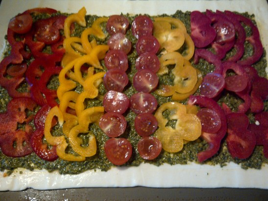 Pesto, tomato and pepper tart
