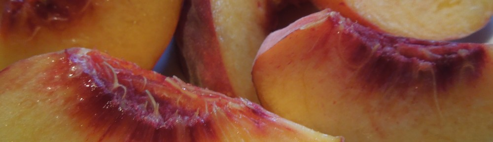 Image of peaches, stoned and quartered