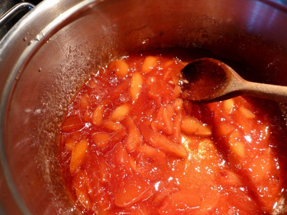 Image of quince conserve in pan