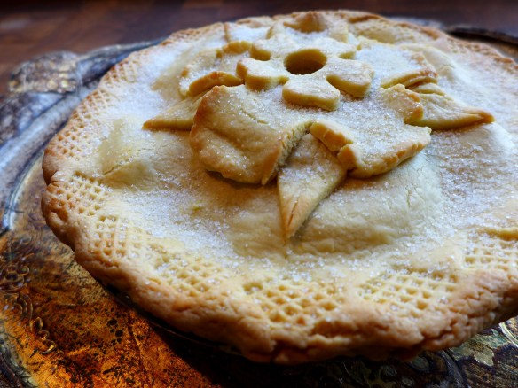Image of Tudor-style apple and quince pie