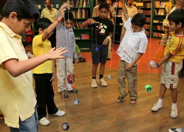 Kids playing with yo yos