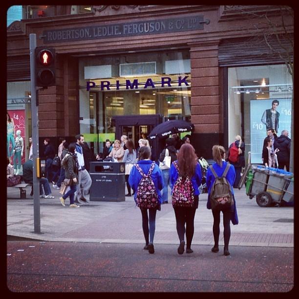 20120322 Girls in blue
