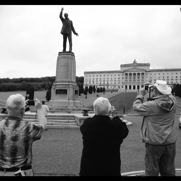 20120612 Tourists adoring Carson