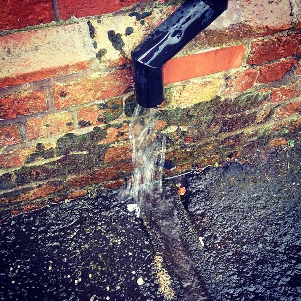 20120622 Big gutter rain