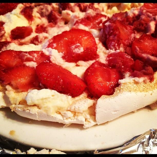 20120623 Strawberry pavlova