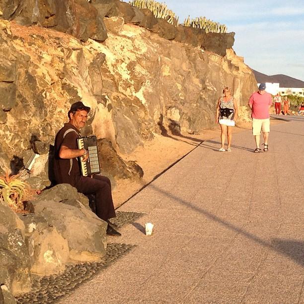 20121214 Beach accordian