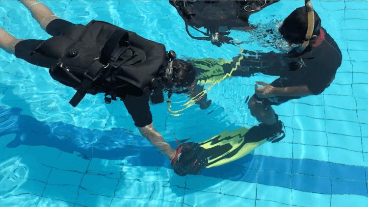 Upside down - breathing underwater - hand paddles